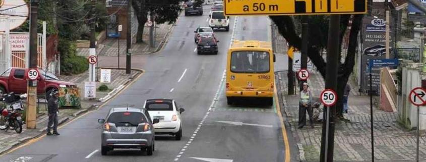 Como recorrer à multa por transitar na faixa exclusiva da esquerda
