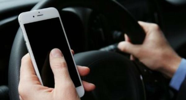 Como recorrer à multa por dirigir com o celular na mão 1