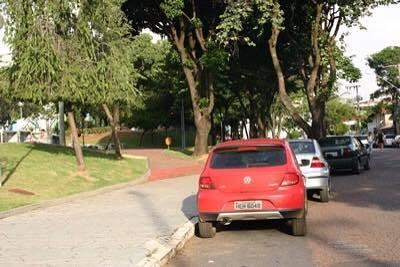 Como recorrer à multa por estacionar ao lado ou sobre gramado ou jardim público 1