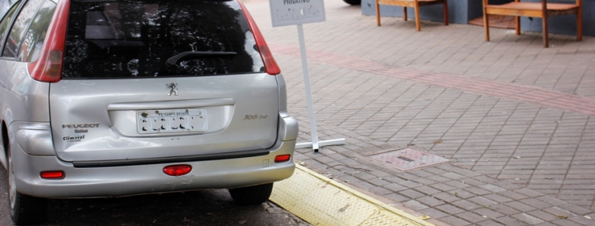 Como recorrer à multa por estacionar em guia de calçada rebaixada destinada à entrada ou saída de veículos 1